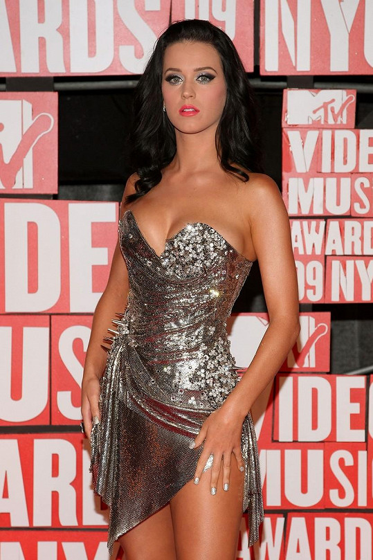 Katy Perry často předvádí své přednosti v sexy outfitech.