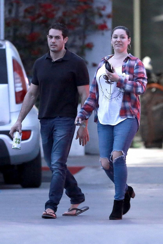 Modelka v pondělí vyrazila na špacír po Los Angeles.