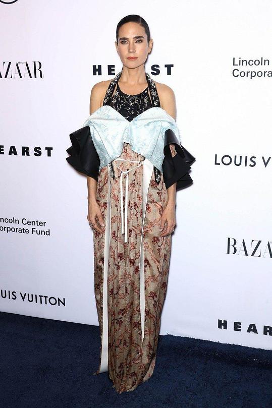 Jennifer oblékla model z produkce Louis Vuitton