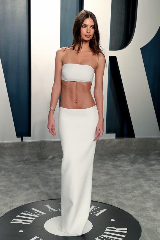 Na večírku po Oscarech odhalila rovněž hodně kůže.
