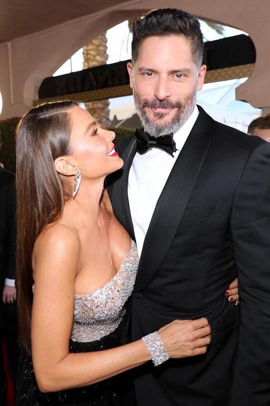 Sofia je už šest let šťastně vdaná za sexy herce Joea Manganiella.