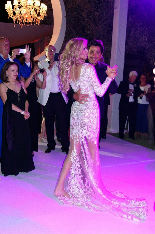 Svatební taneček s manželem Aramem Ohanianem