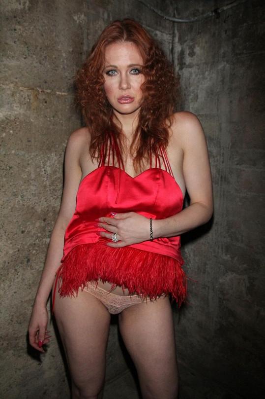 V Hollywoodu jí to nevyšlo, tak se ztrapňuje jako amatérská modelka.