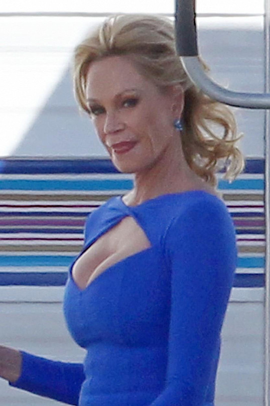 Melanii to v modrých šatech opravdu seklo.