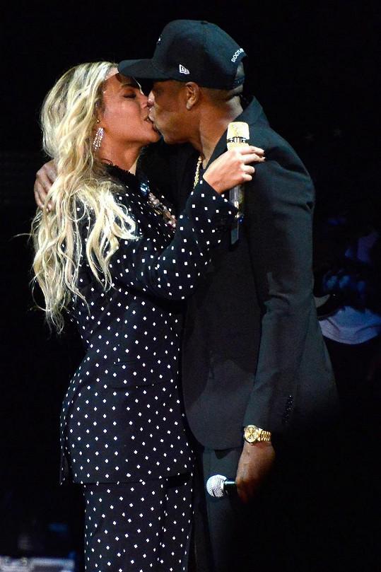 Zpěvačka s manželem Jayem-Z