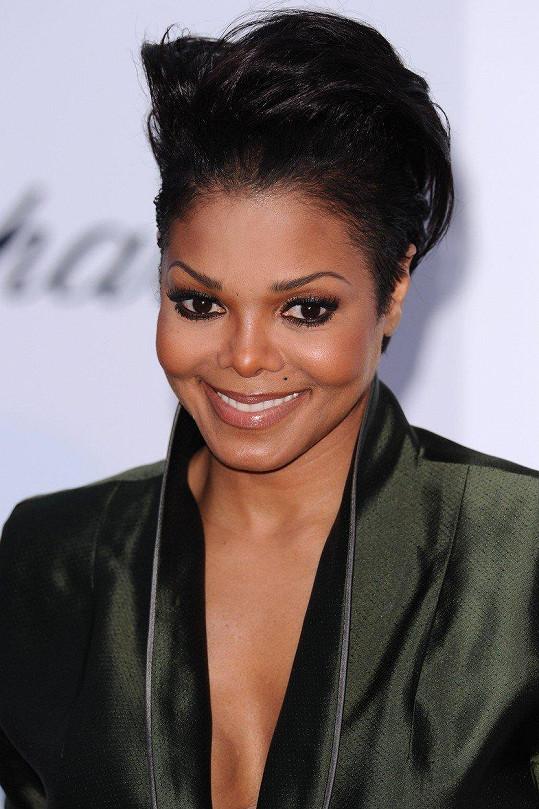 Janet Jackson se v 50 letech dočkala prvního dítěte.