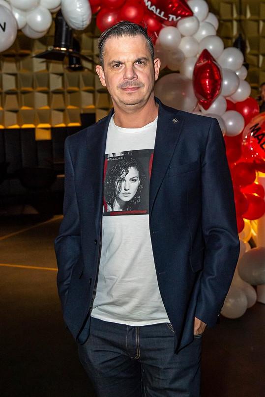 Slovenský moderátor a producent Dano Dangl má koronavirus.