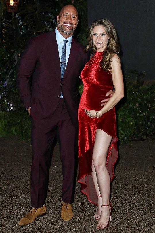 Dwayne Johnson s partnerkou Lauren Hashian před narozením nejmladší dcery