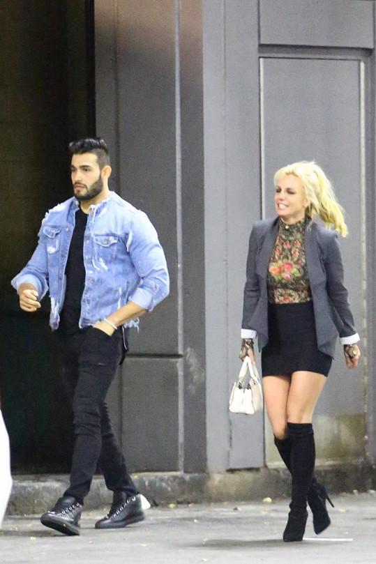 Britney Spears a její nový přítel Sam Asghari poprvé spatřeni na veřejnosti.