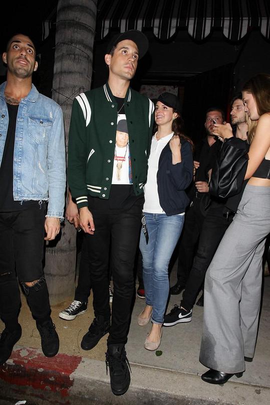Milenci si spolu vyrazili do baru v Los Angeles.