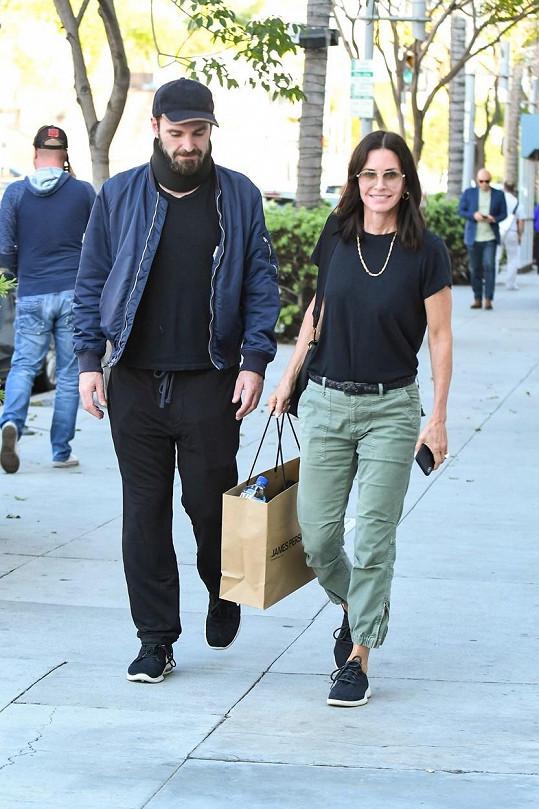 Courteney Cox se se snoubencem Johnnym McDaidem neviděla devět měsíců.