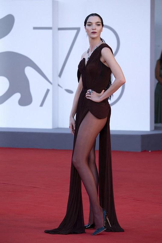Model pocházel z dílny módního domu Jean Paul Gaultier.