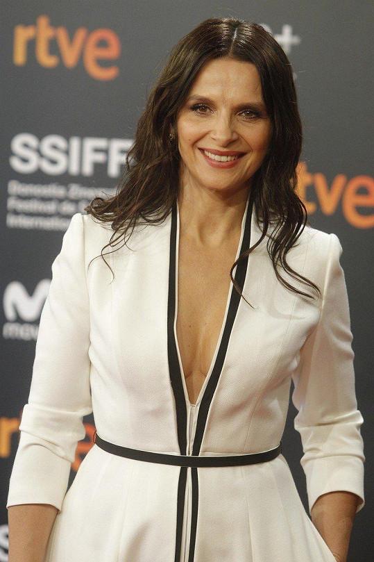 Francouzská herečka s věkem zraje a vypadá báječně.