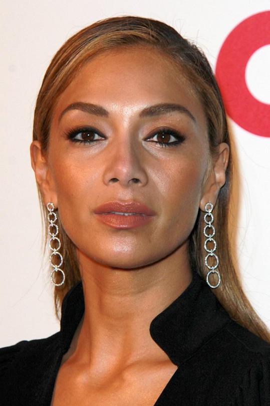 Nové vlasy Nicole Scherzinger příliš nelichotí.