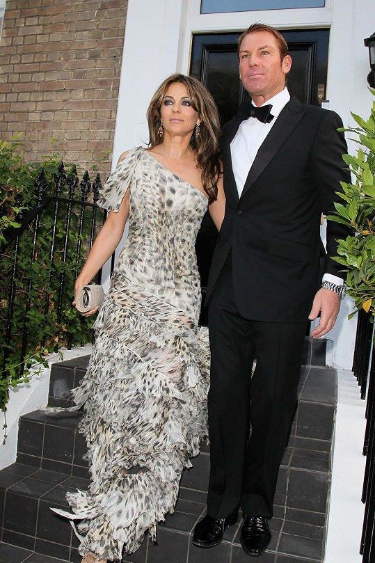 S hráčem kriketu Shanem Warnem se Liz zasnoubila jen tři měsíce po rozvodu. O dva roky později se rozešli.