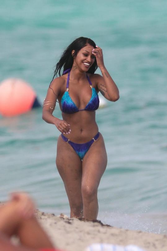 Modelka relaxovala v Miami.