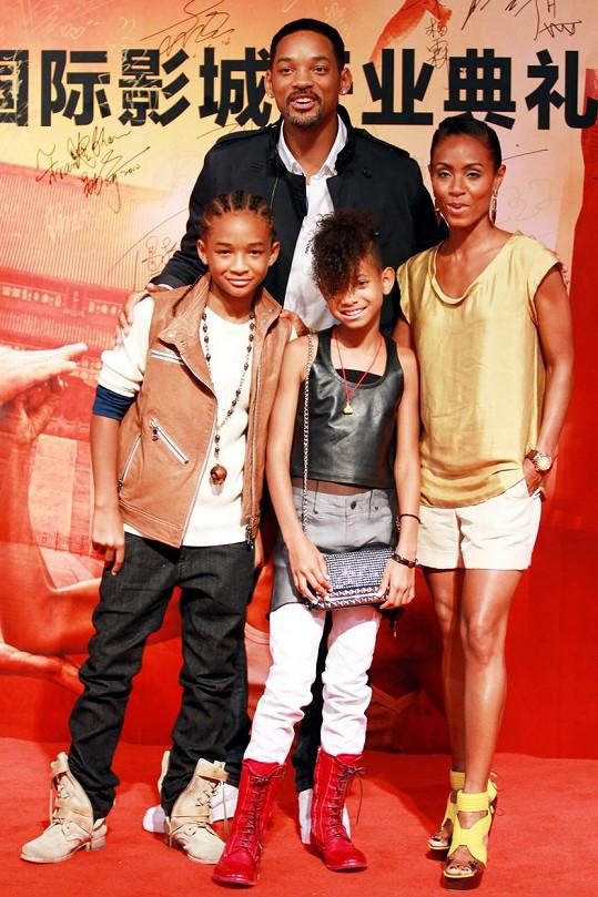 Manželé Smithovi s jejich dětmi Jadenem a Willow