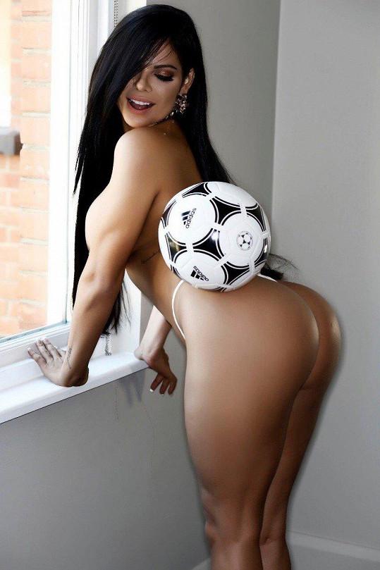 Suzy Cortez se s fotbalovým míčem snad narodila.
