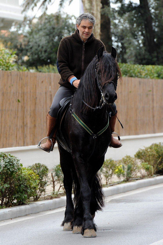 Na koni se naučil jezdit už v sedmi letech.