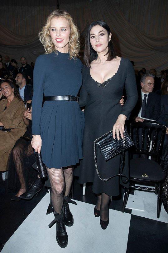 Eva Herzigová a Monica Bellucci na přehlídce značky Dior v Paříži