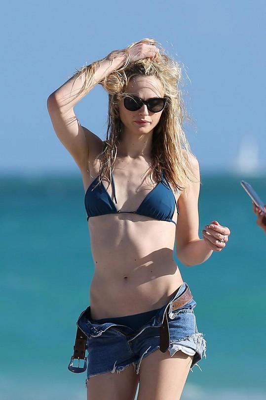 Na pláži byste ale asi netipovali, že byla ještě před dvěma lety mužem...