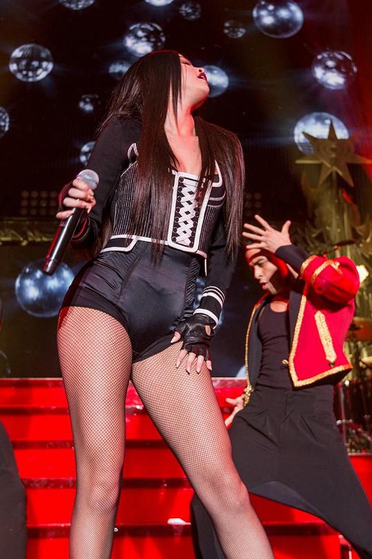 Během vystoupení na koncertě Jingle Ball 2015