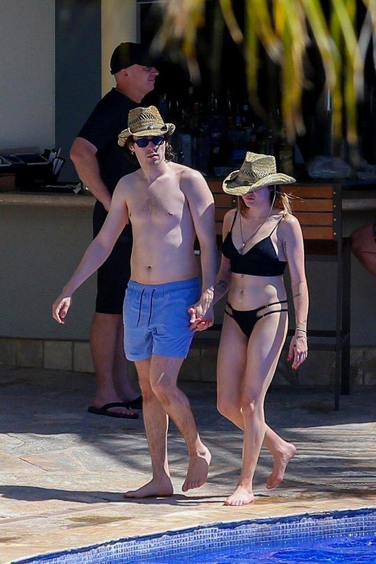 Frances Bean Cobain s přítelem Matthewem Cookem odcestovali na havajský ostrov Oahu.