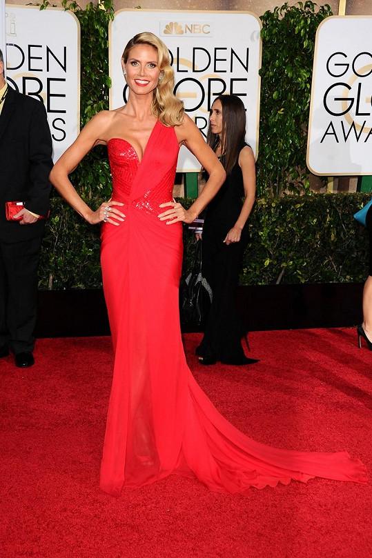 Stejně jako Kate Hudson i Heidi Klum si vybrala šaty v ateliéru Versace. Na rozdíl od herečky ale modelka splývala s rudým běhounem.