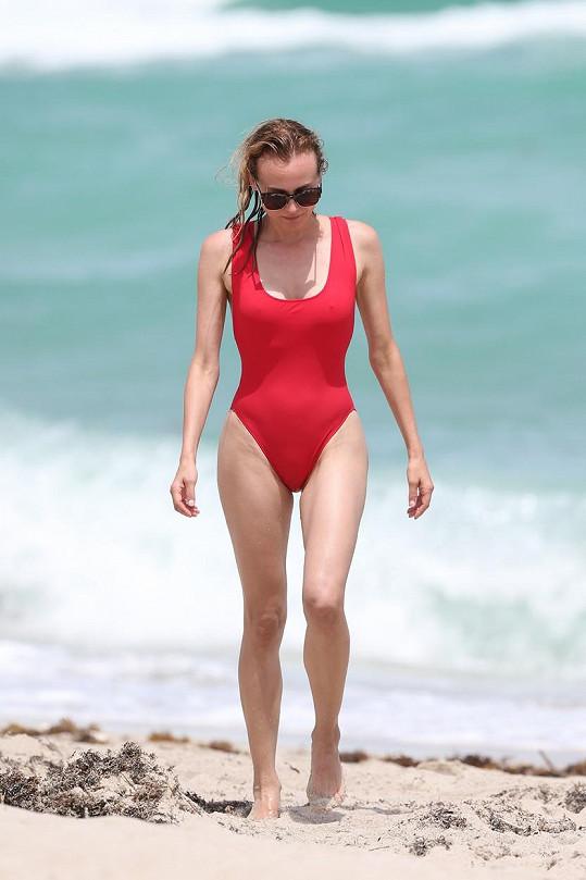 Herečka na pláži v Miami