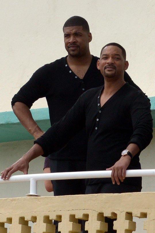Will Smith (vpravo) měl na některé scény dvojníka při natáčení třetího pokračování filmu Mizerové.