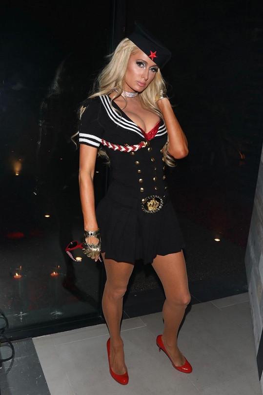 """Paris Hilton je hotovou """"královnou námořnictva""""."""