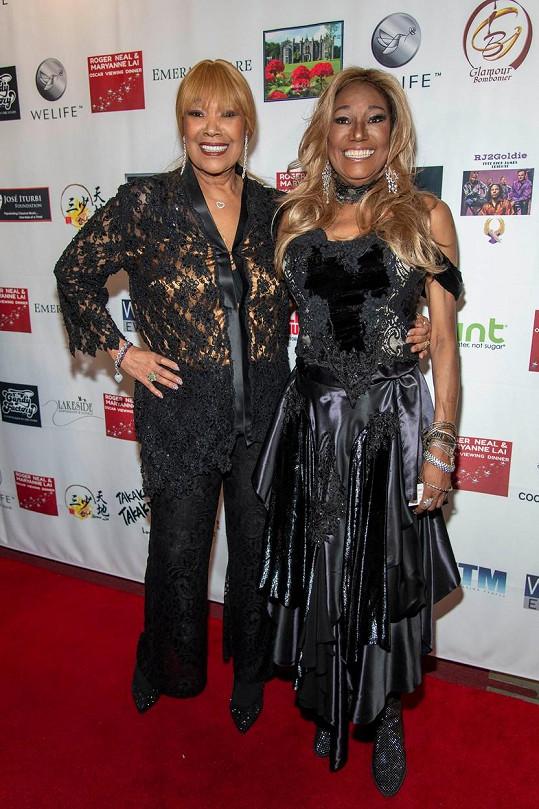 Zprávu o zpěvaččině smrti webu TMZ potvrdila její sestra Anita Pointer (vlevo).