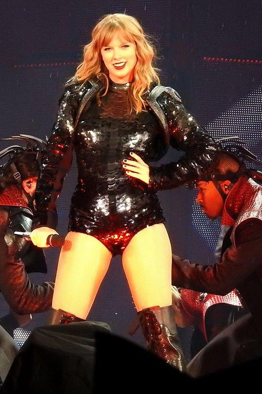 Z Taylor je konečně kus ženské.