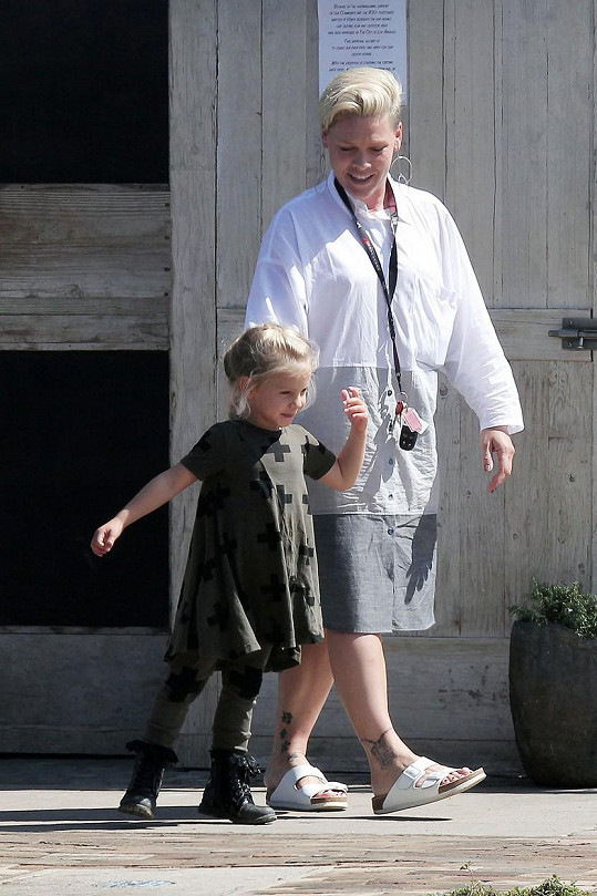 Pink si vyrazila na procházku s dcerou Willow.