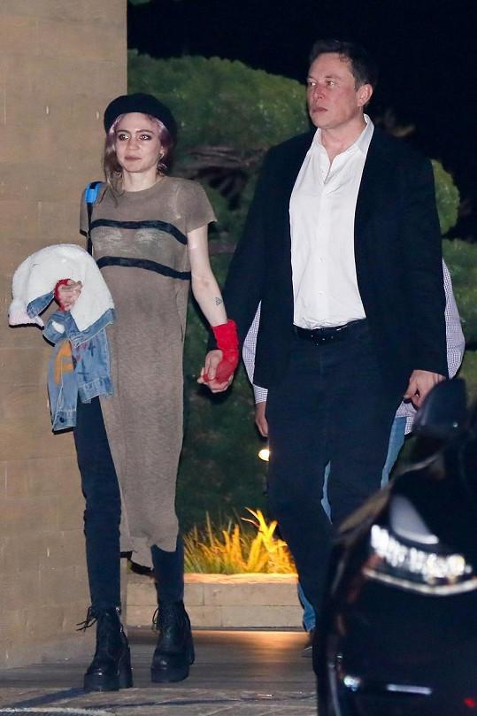 Od roku 2018 je spojována s podnikatelem Elonem Muskem. U oznámení však neuvedla, kdo je otcem dítěte.