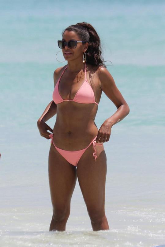 Claudia Jordan má stále sexy figuru.