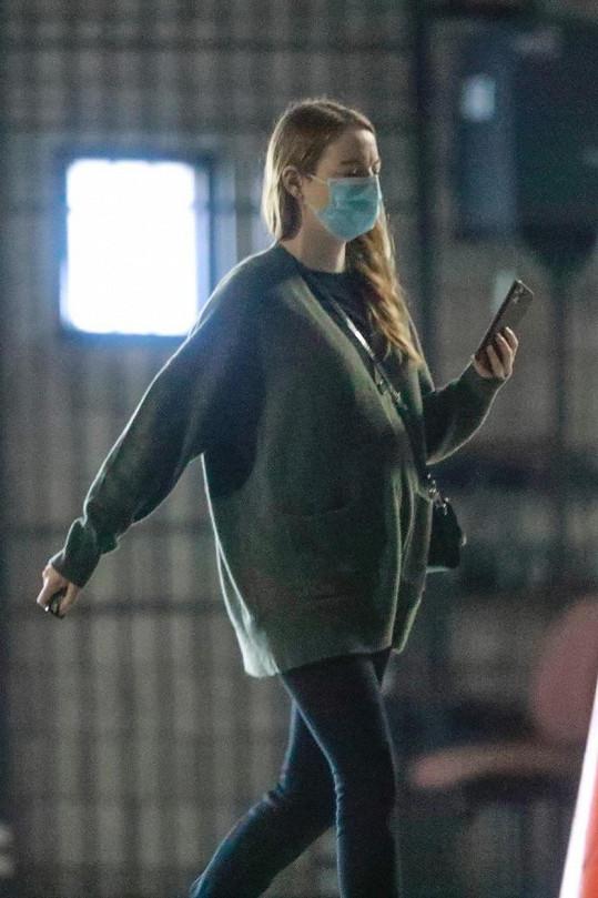 Spekuluje se proto, že je těhotná.