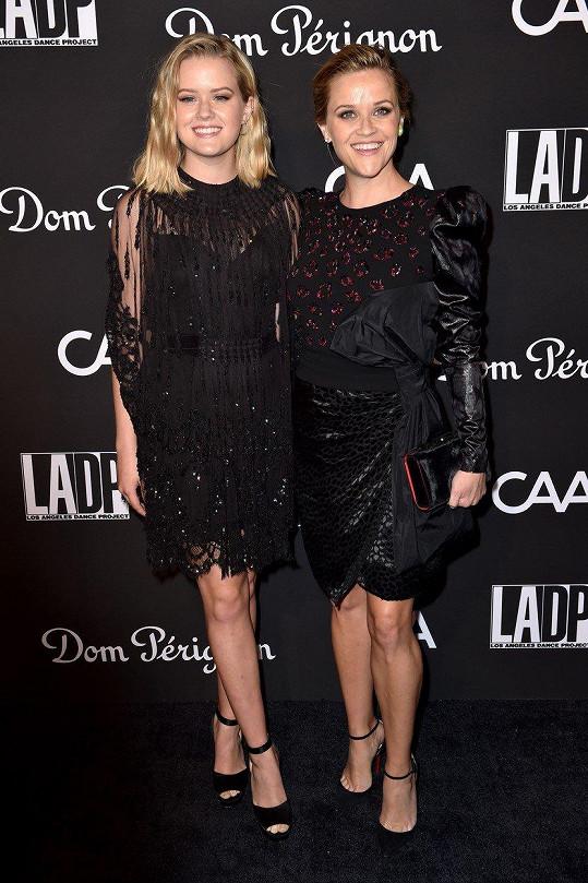 Reese Witherspoon pyšně pózuje s dcerou Avou, jejímž otcem je herec Ryan Phillippe.