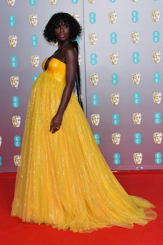 Na předávání Filmových cen Britské akademie byla v jasně žlutých šatech nepřehlédnutelná.