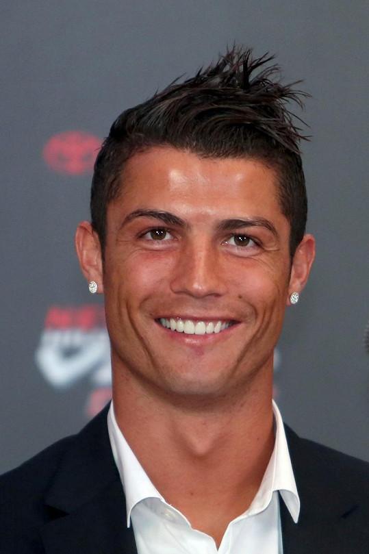 Na vlasech si fotbalista ujížděl od začátku kariéry.