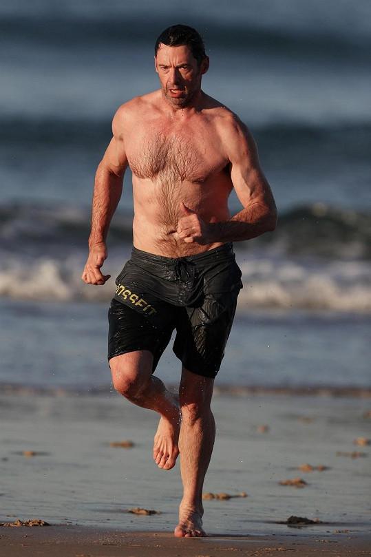 Hugh Jackman se může pochlubit vypracovaným tělem.