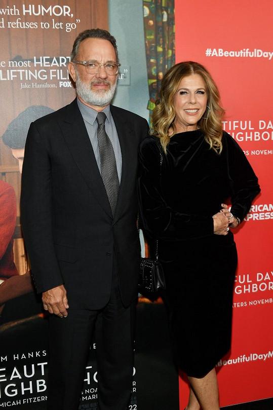 Herec Tom Hanks a jeho žena Rita Wilson byli pozitivně testováni na koronavirus. Jsou v karanténě v Austrálii, kde byl Hanks pracovně.