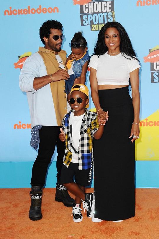 S manželem a dětmi Siennou a Futurem