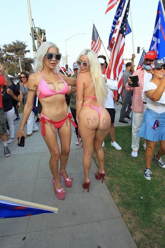 S kamarádkou z Playboye na předvolebním mítinku
