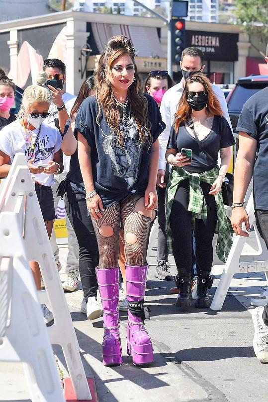 Nedávno oslavila desáté výročí vydání desky Born This Way.