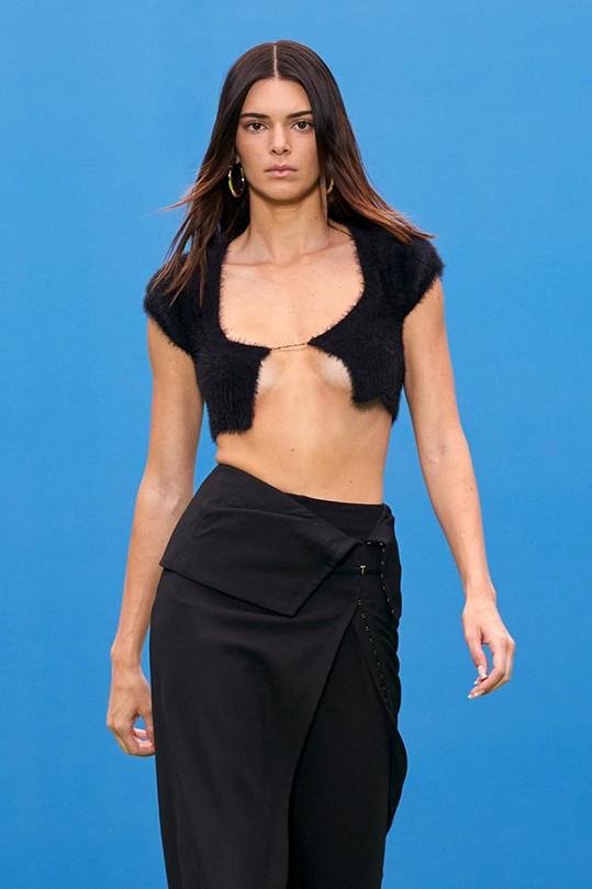 Kendall Jenner vynesla černý model.