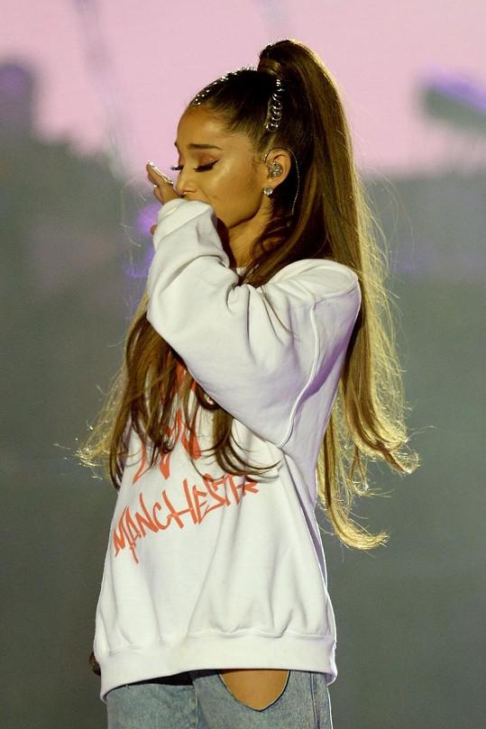 Ariana si z tragické události odnesla trauma.