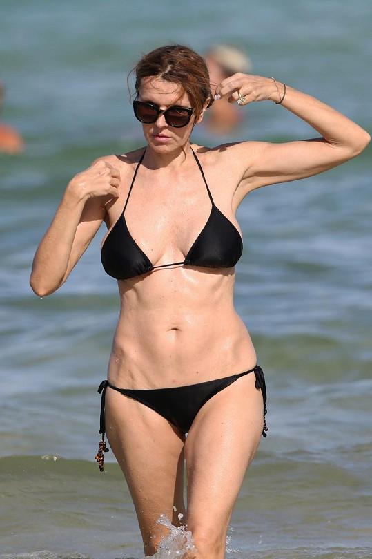Rita Rusic na pláži v Miami