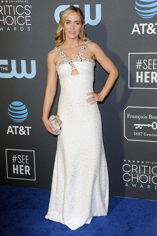 Herečka zvolila bílé šaty.