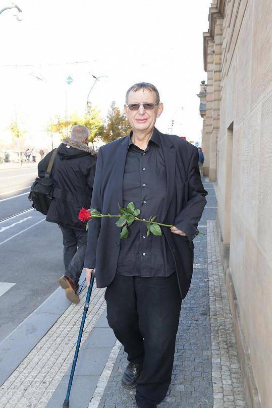 Aktuální fotografie Jiřího Hromady z posledního rozloučení s herečkou Vlastou Chramostovou, které proběhlo v Národním divadle.